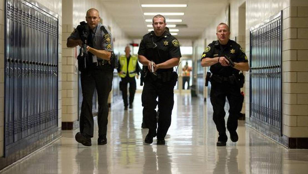 Putting Cops In Schools Doesn T Stop Shootings And Fuels